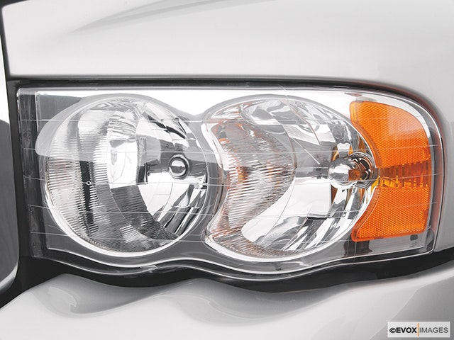 2004 Dodge Ram Pickup 2500 Drivers Side Headlight