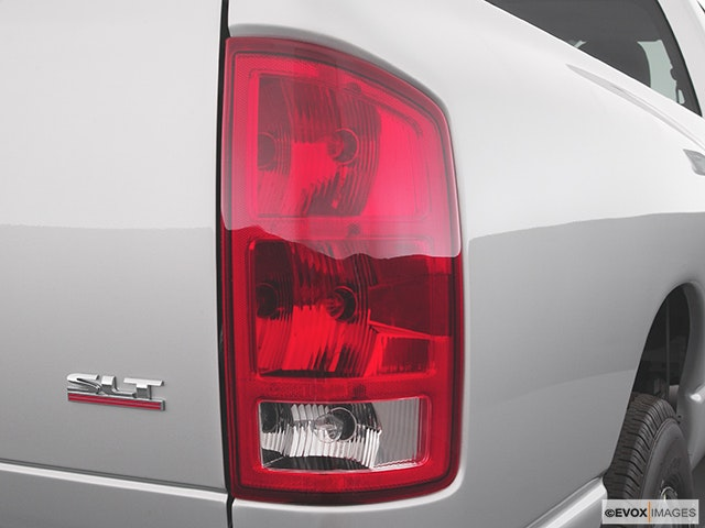 2004 Dodge Ram Pickup 2500 Passenger Side Taillight