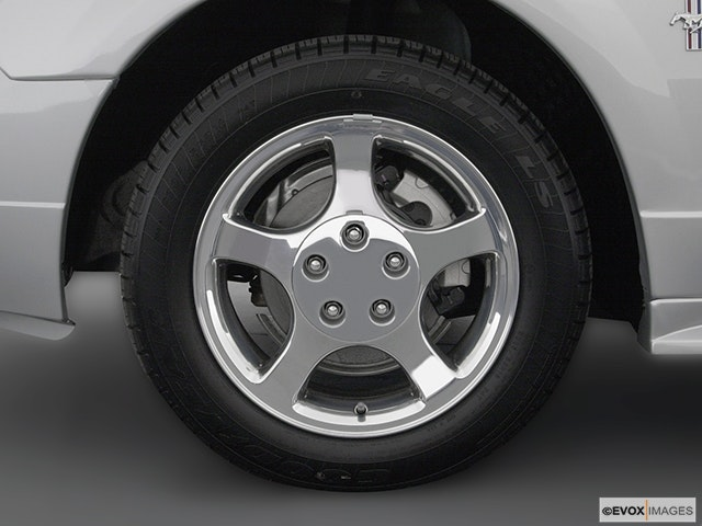 2004 Ford Mustang Front Drivers side wheel at profile