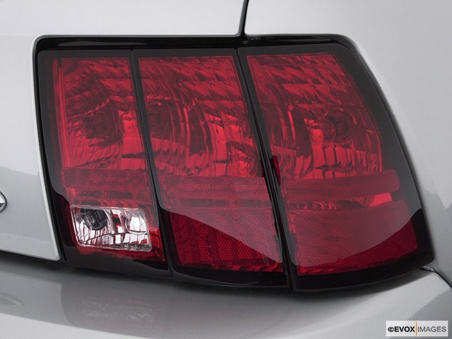 2004 Ford Mustang Passenger Side Taillight