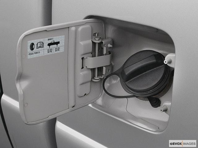 2004 Ford Ranger Gas cap open