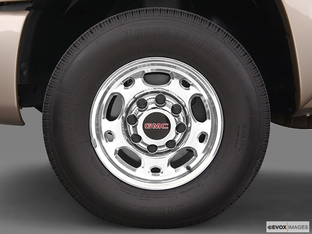 2004 GMC Sierra 2500 Front Drivers side wheel at profile
