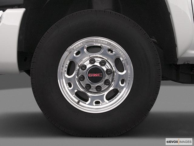 2004 GMC Sierra 2500HD Front Drivers side wheel at profile