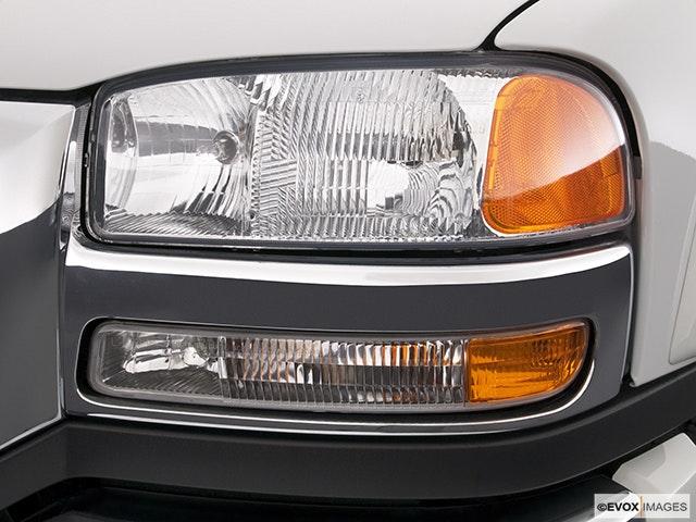 2004 Gmc Sierra 2500hd Drivers Side Headlight