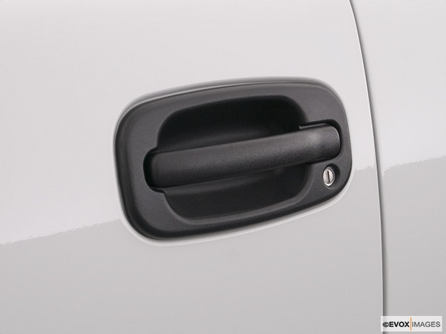 2004 GMC Sierra 2500HD Drivers Side Door handle