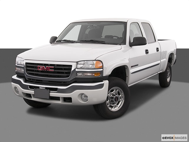 2004 GMC Sierra 2500HD Front angle view