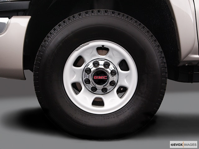 2004 GMC Sierra 3500 Front Drivers side wheel at profile