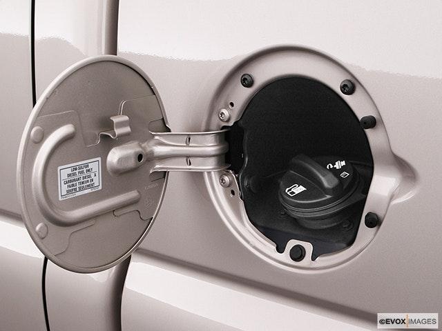 2004 GMC Sierra 3500 Gas cap open