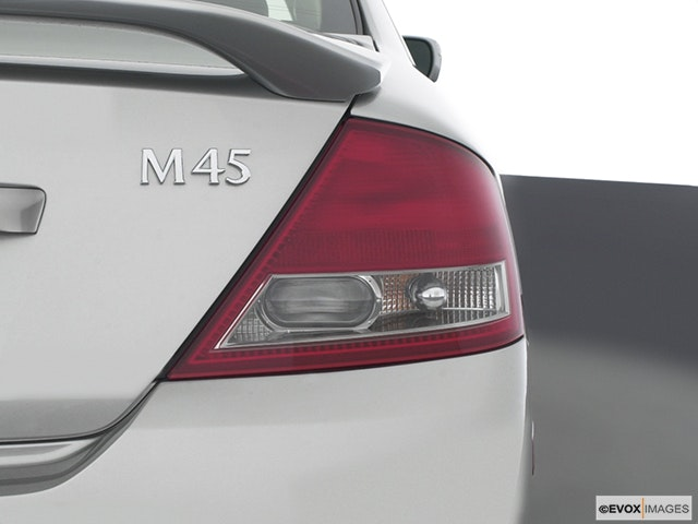 2004 INFINITI M45 Passenger Side Taillight