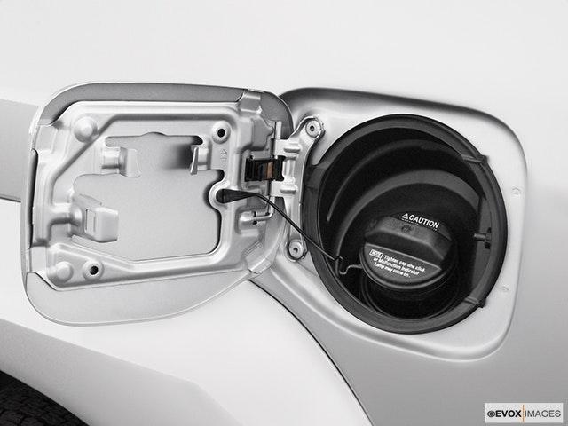 2004 Lexus GX 470 Gas cap open