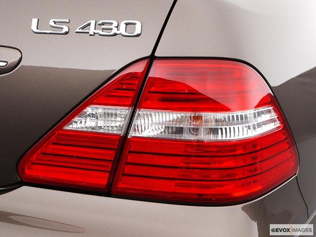 2004 Lexus LS 430 Passenger Side Taillight