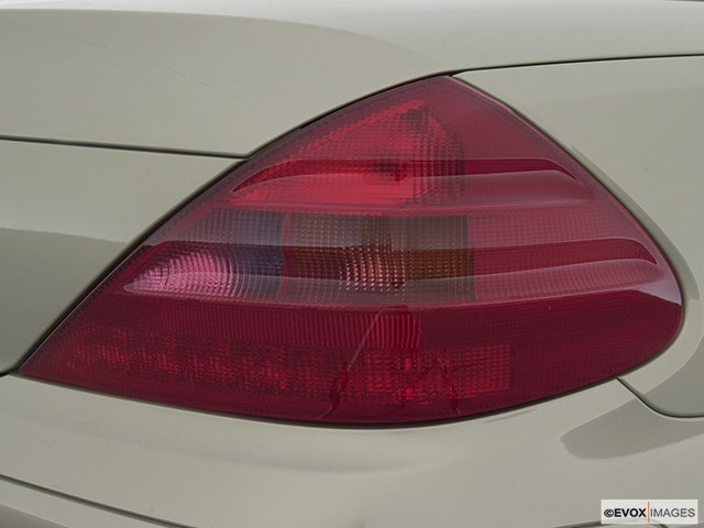 2004 Mercedes-Benz SL-Class Passenger Side Taillight