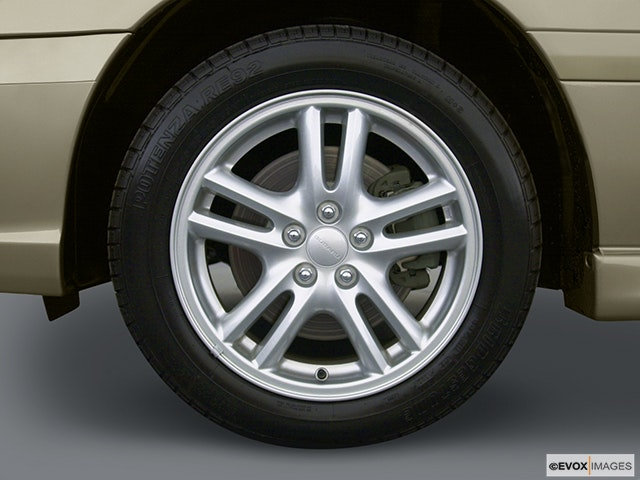 2004 Subaru Legacy Front Drivers side wheel at profile