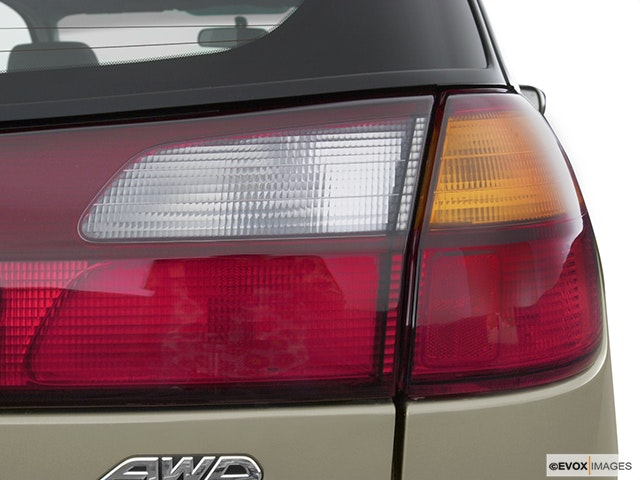 2004 Subaru Legacy Passenger Side Taillight