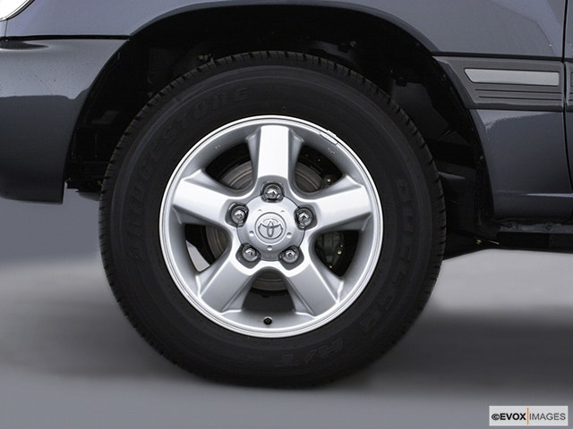 2004 Toyota Land Cruiser Front Drivers side wheel at profile