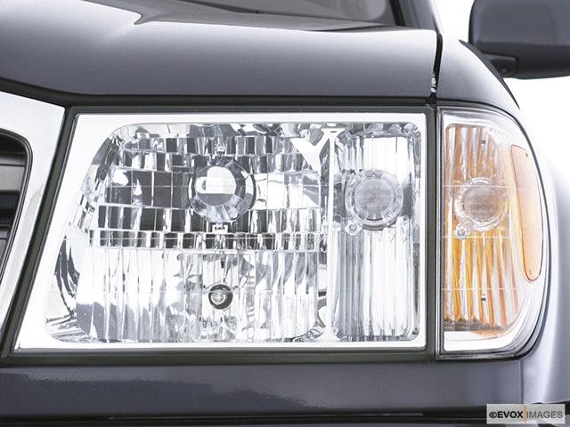 2004 Toyota Land Cruiser Drivers Side Headlight