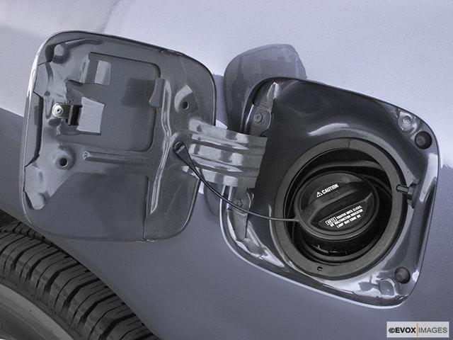 2004 Toyota Land Cruiser Gas cap open