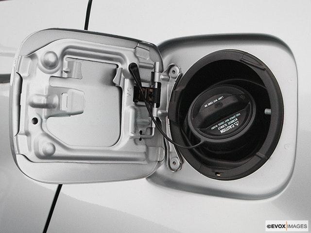 2004 Toyota RAV4 Gas cap open