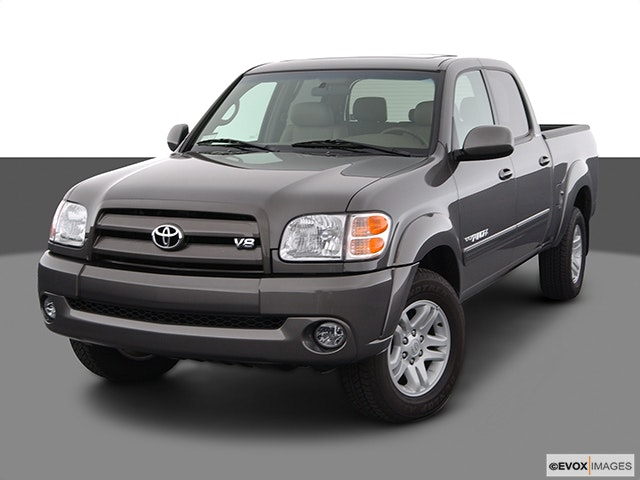 2004 Toyota Tundra Front angle view