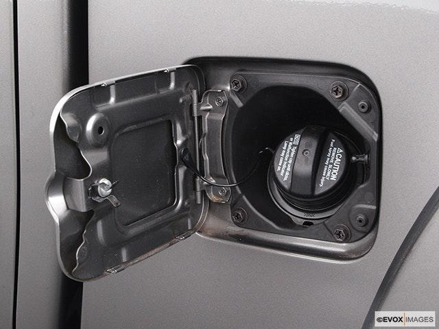 2004 Toyota Tundra Gas cap open