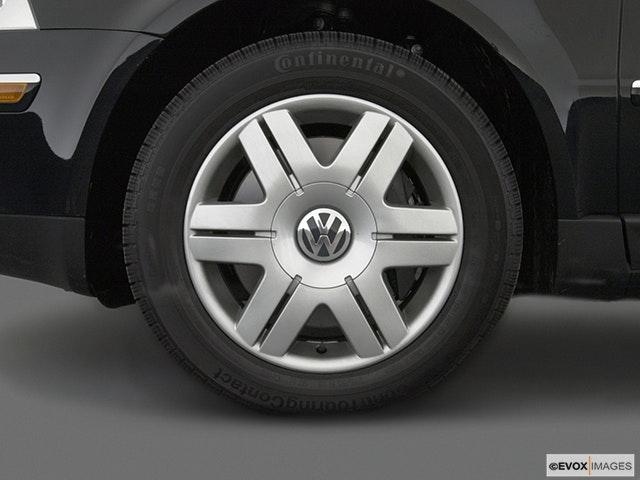 2004 Volkswagen Passat Front Drivers side wheel at profile