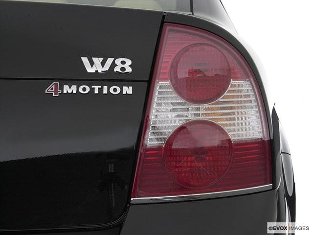 2004 Volkswagen Passat Passenger Side Taillight