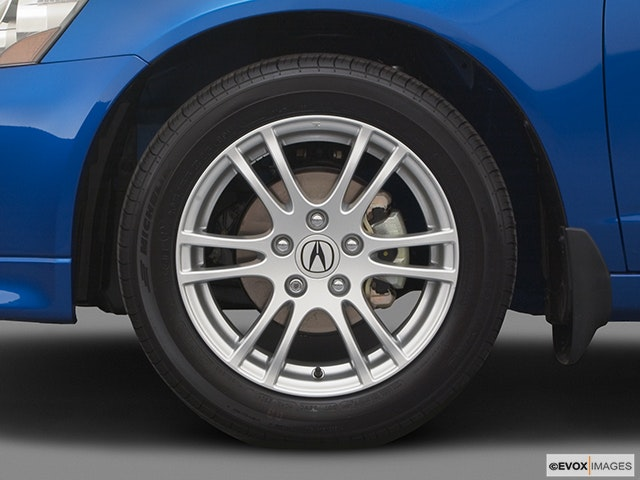 2005 Acura RSX Front Drivers side wheel at profile