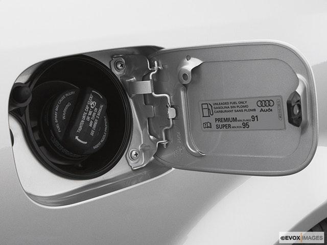 2005 Audi S4 Gas cap open