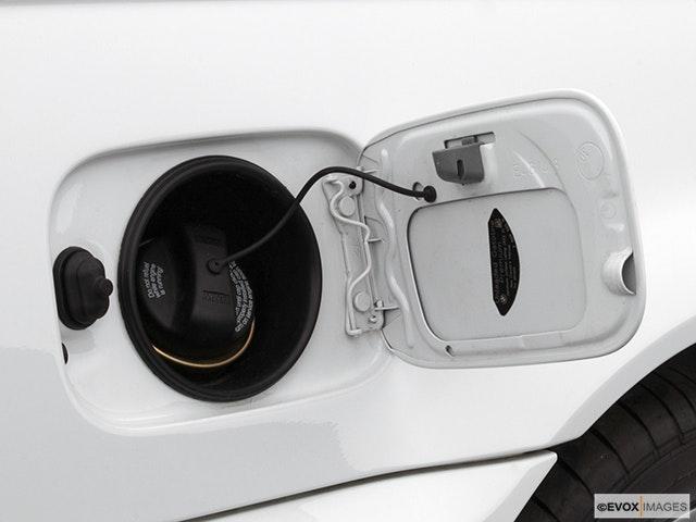 2005 BMW 3 Series Gas cap open