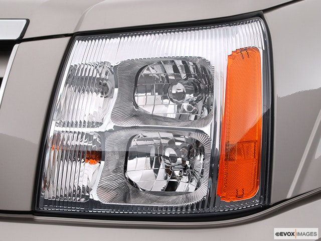 2005 Cadillac Escalade EXT Drivers Side Headlight