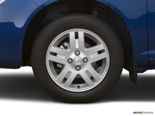 2005 Chevrolet Cobalt Front Drivers side wheel at profile