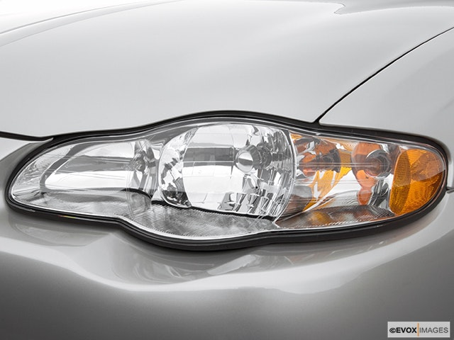 2005 Chevrolet Monte Carlo Drivers Side Headlight