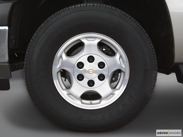 2005 Chevrolet Tahoe Front Drivers side wheel at profile