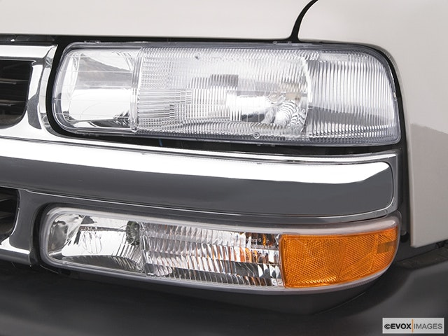 2005 Chevrolet Tahoe Drivers Side Headlight