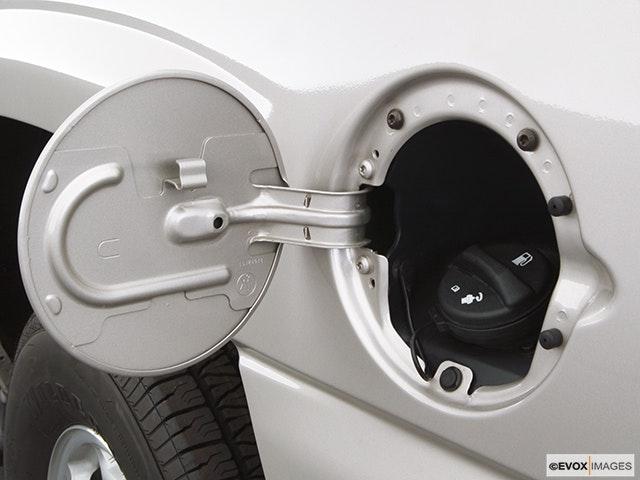 2005 Chevrolet Tahoe Gas cap open