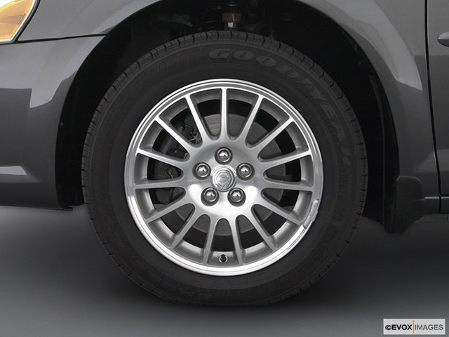 2005 Chrysler Sebring Front Drivers side wheel at profile