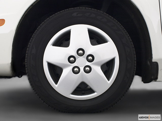 2005 Dodge Neon Front Drivers side wheel at profile