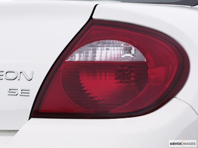 2005 Dodge Neon Passenger Side Taillight