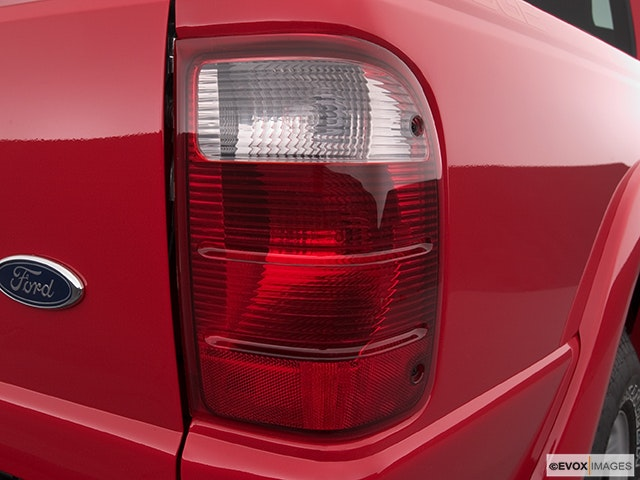 2005 Ford Ranger Passenger Side Taillight
