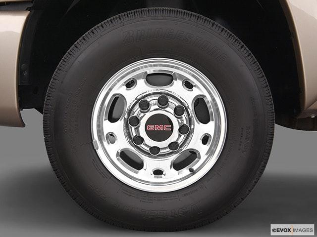 2005 GMC Sierra 2500HD Front Drivers side wheel at profile