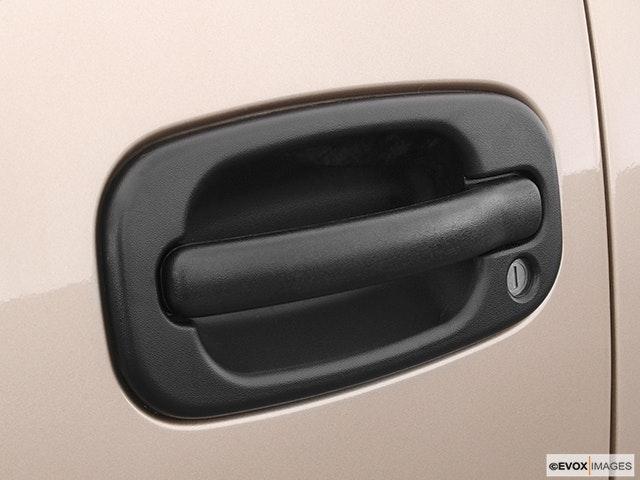 2005 GMC Sierra 2500HD Drivers Side Door handle