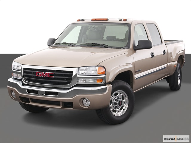 2005 GMC Sierra 2500HD Front angle view
