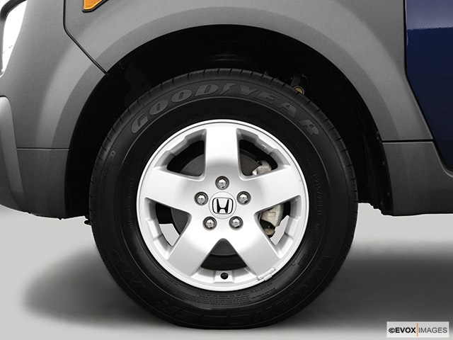 2005 Honda Element Front Drivers side wheel at profile