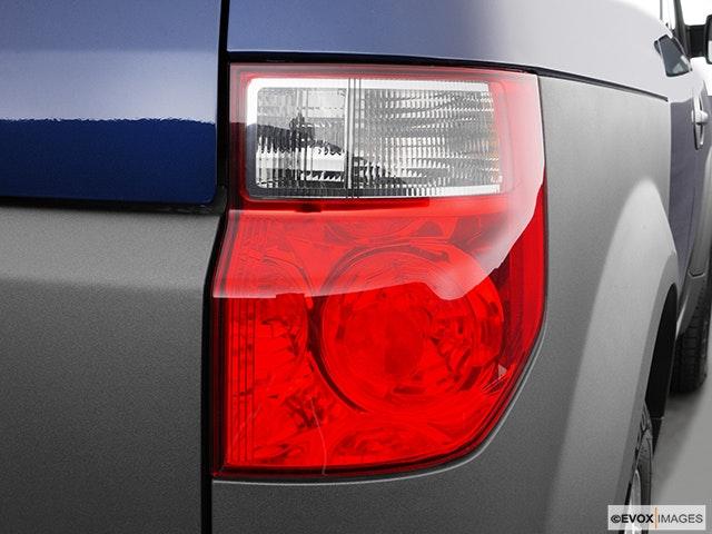 2005 Honda Element Passenger Side Taillight