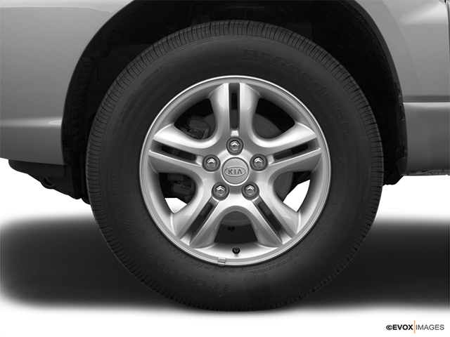 2005 Kia Sportage Front Drivers side wheel at profile