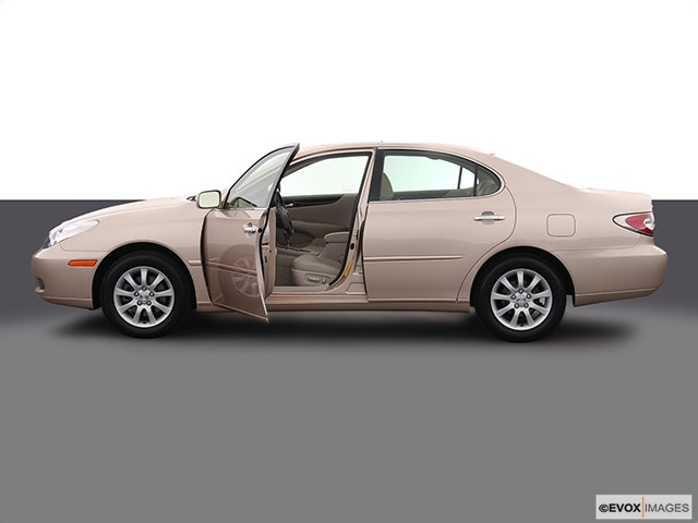 2005 Lexus ES 330 Driver's side profile with drivers side door open