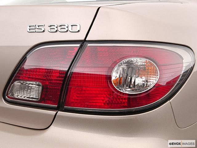 2005 Lexus ES 330 Passenger Side Taillight