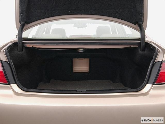 2005 Lexus ES 330 Trunk open