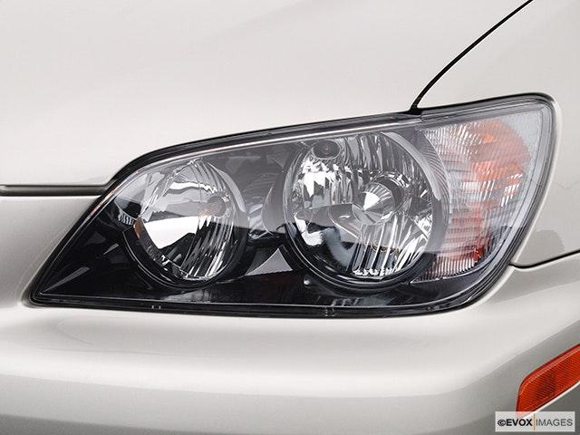 2005 Lexus IS 300 Drivers Side Headlight