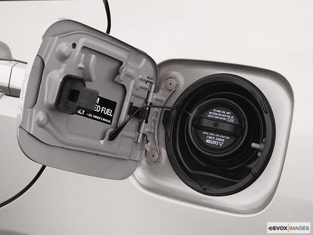 2005 Lexus IS 300 Gas cap open